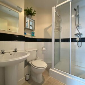 13 coopers ensuite 1
